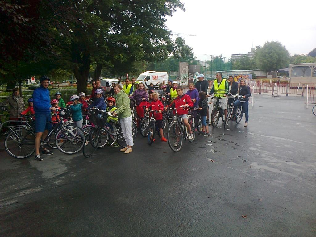 Een startfoto van de deelnemers aan de V-Route4Kids !